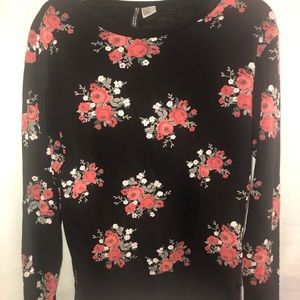 Black floral sweatshirt size extra small